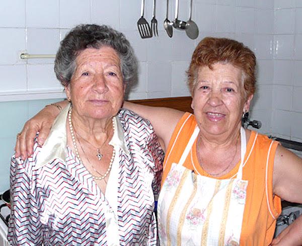 Abu y mi madre en la cocina