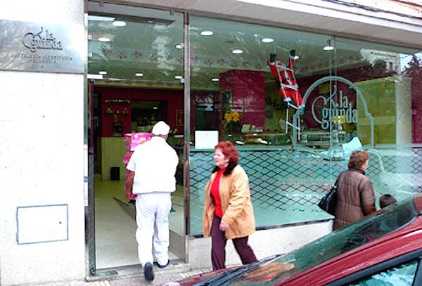 Pastelería cacereña La Guinda en la céntrica Avenida Virgen de la Montaña