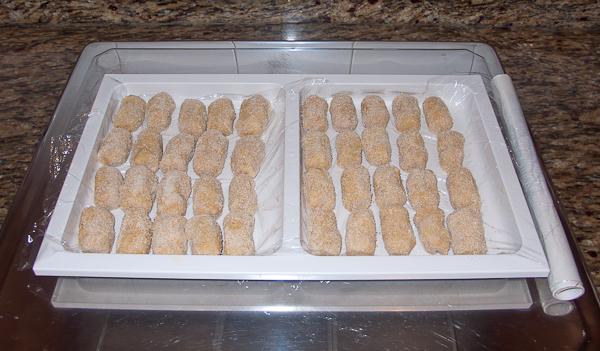 Croquetas de cocido caseras en la bandeja de congelación