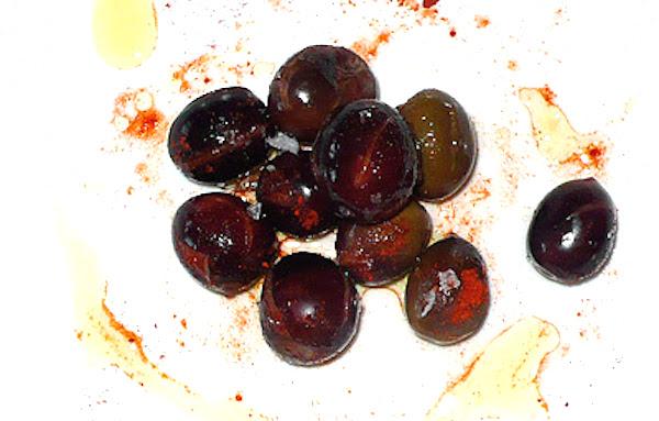 Aceitunas con pimentón y aceite