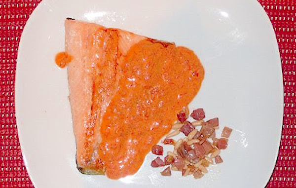 Trucha salvaje con salsa de piquillo