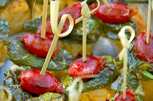 Pinchos de tortilla, pimiento y chorizo