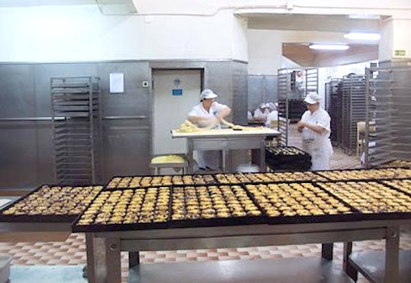 Elaboración de los pasteles de Belém y servicio