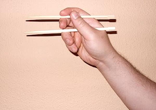Aprender a comer con palillos II