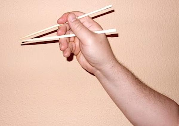 Aprender a comer con palillos III