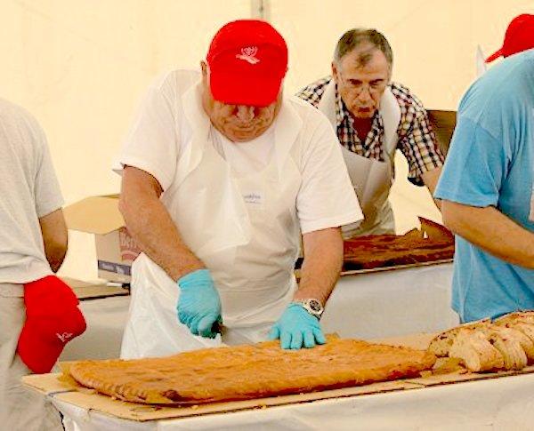 Preparando las raciones de empanada