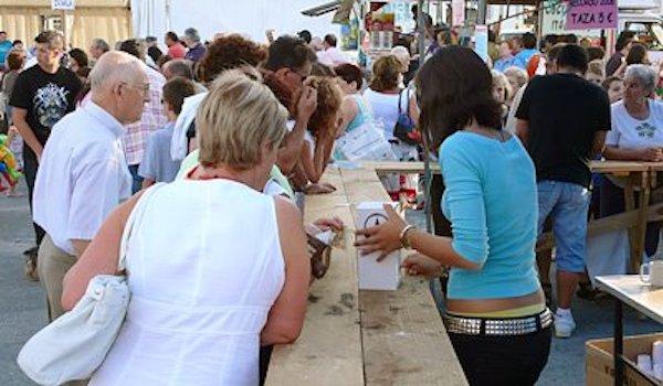 Venta de tiques en la XXIV Feira do Bonito en Burela