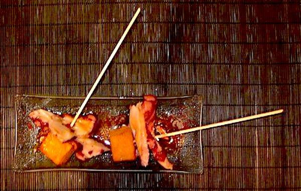 Pincho de pulpo con patata confitada homenaje al pulpo a feira