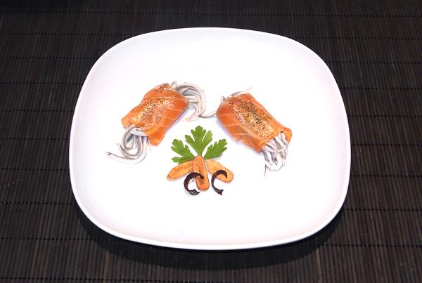 Mini canelones de salmón marinado