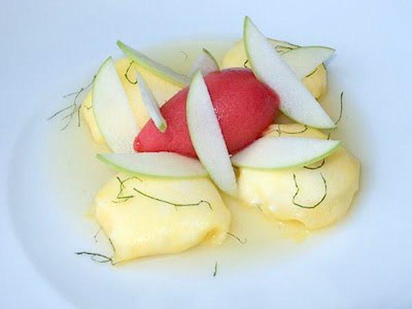 Raviolis de yogur con piña