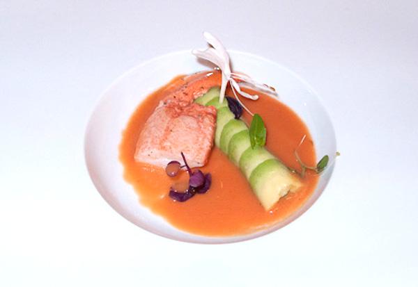 Bogavante (pata) con canelones de aguacate y gazpacho de tomate