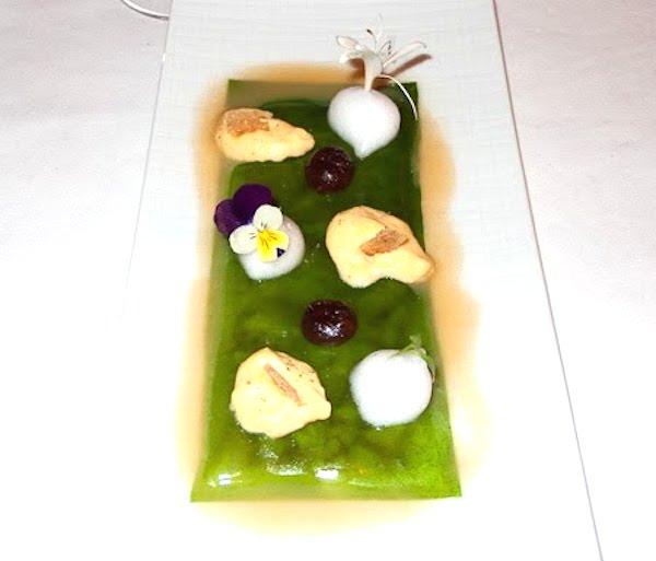 Manitas de cerdo con gelatina de cilantro...