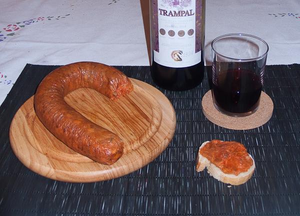 Morcilla patatera de Extremadura untada en pan