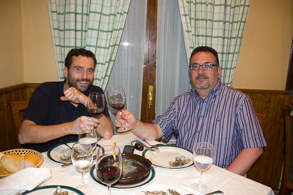 Con Carlos Noceda en Casa Carlos, un restaurante de Caravia