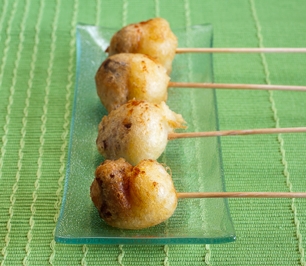 Brocheta de pulpo con patatas en tempura