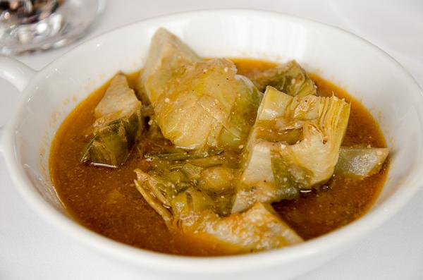 Alcachofas en salsa de romero