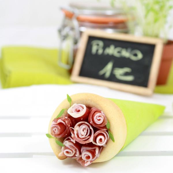 Conos de pizza con masa de AOVE y rosas de jamón ibérico aportada por el blog La receta de la felicidad