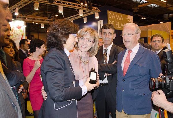 Marian Velasco recibe a la Ministra Rosa Aguilar