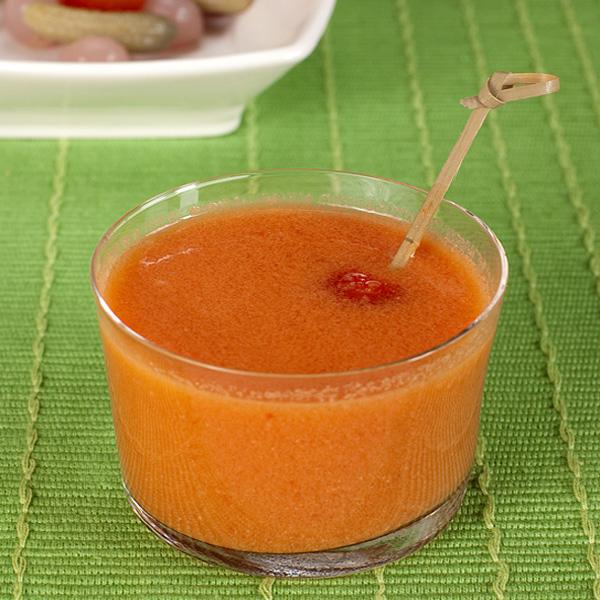 Gazpacho con pincho de encurtidos