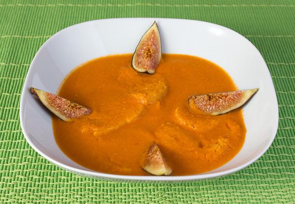 Sopas de tomate con higos