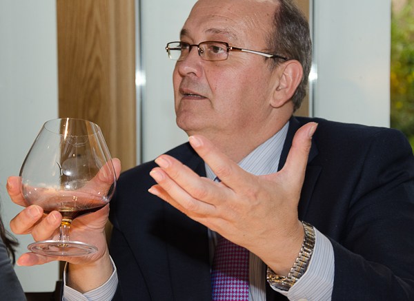 Luis Trillo presentando Brandy Lepanto de González Byass