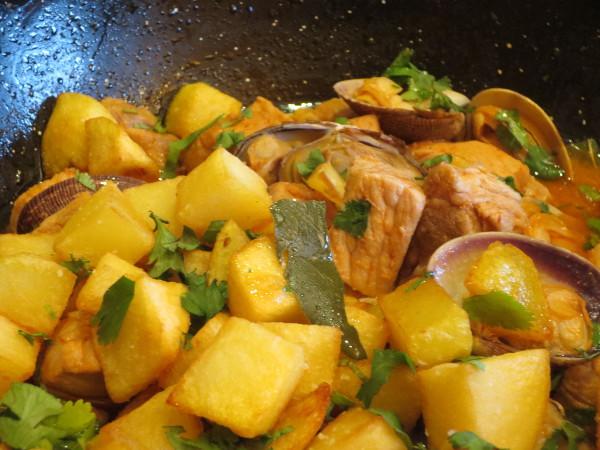 Receta portuguesa de carne de porco à Alentejana