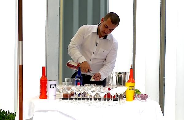 Sergio Castillo presidente de Absumex preparando Picodka del Jerte